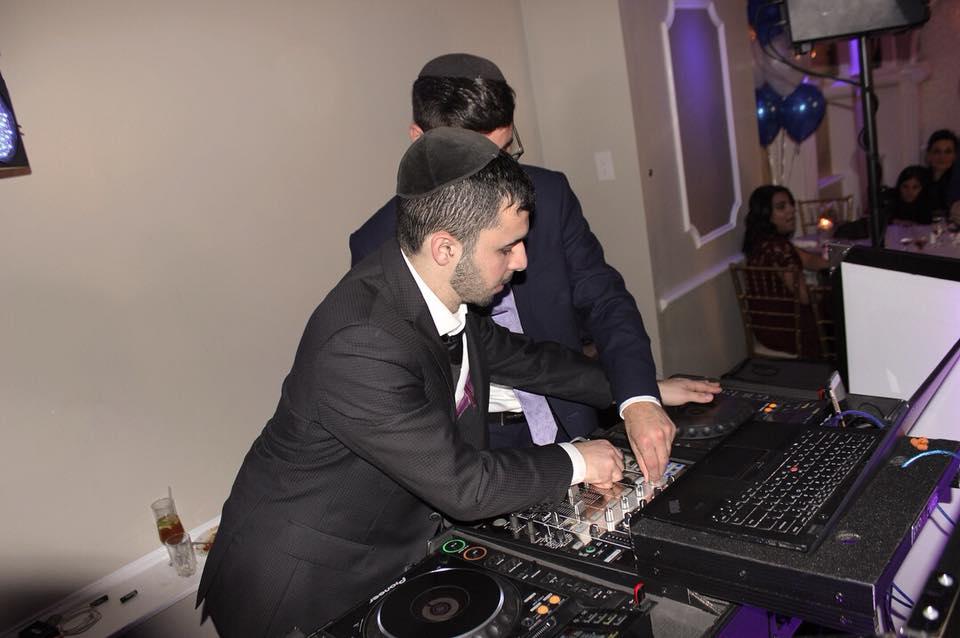 DJ Baturo mixing with DJ Eli